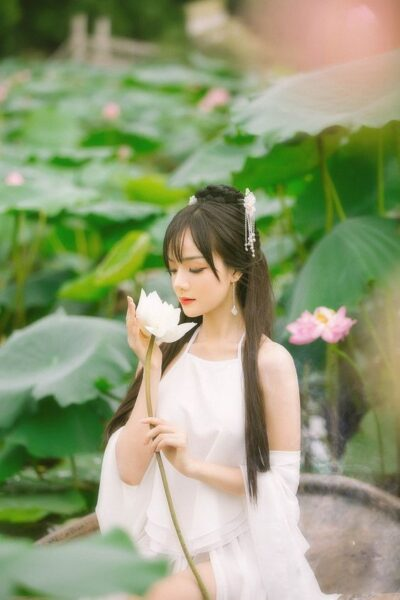ảnh gái xinh việt nam đẹp bên hoa sen