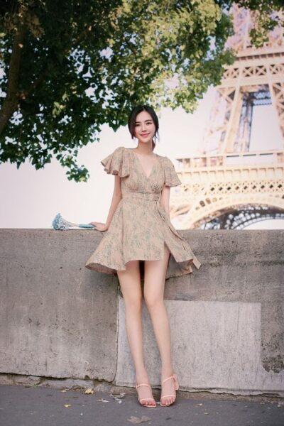 hình girl mặc váy ngắn