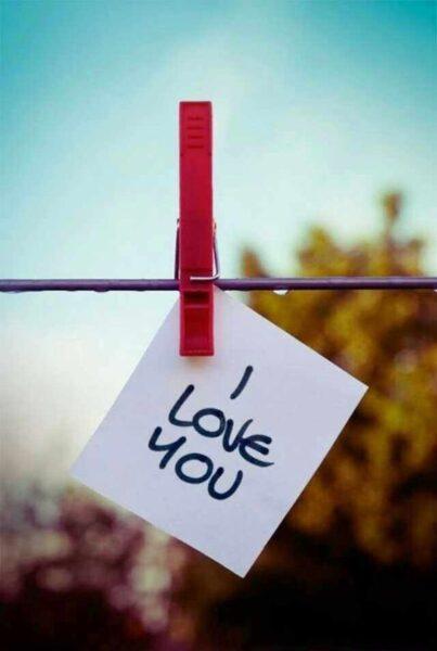 ảnh có chữ i love you kẹp trên dây phơi lãng mạn