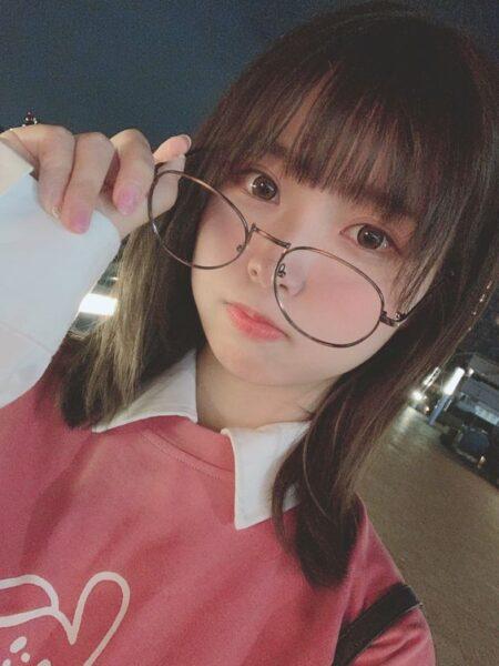 ảnh gái xinh nhật bản tóc ngắn đeo kính cute dễ thương