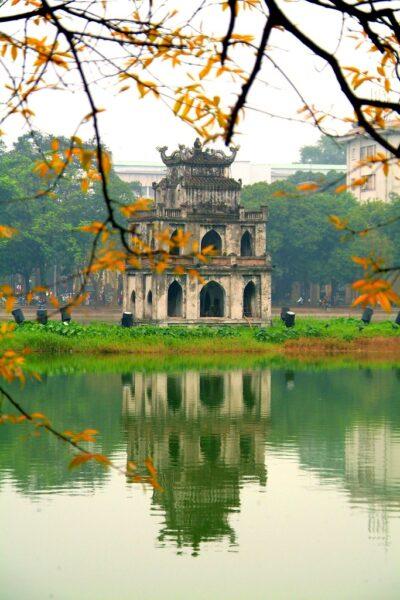 ảnh hồ gươm là một biểu tượng đẹp của quê hương việt nam