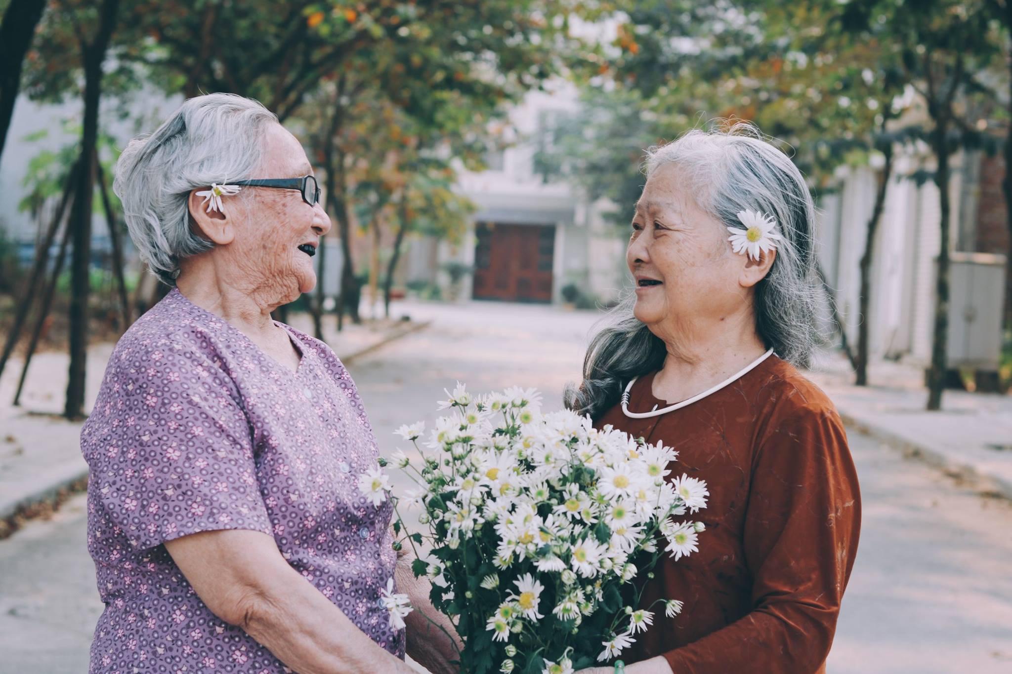 hình ảnh tình bạn tuổi già đẹp và ý nghĩa
