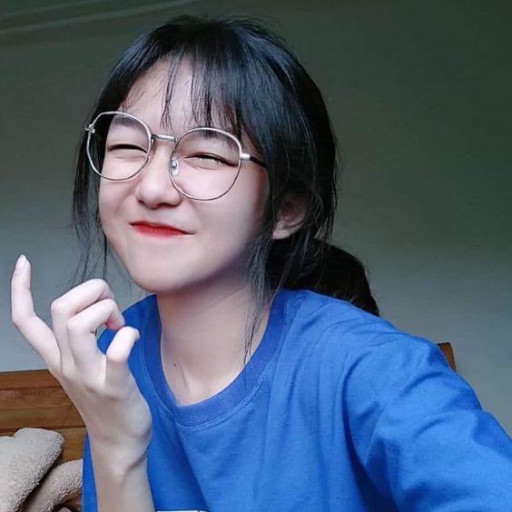hot girl trung quốc đeo kính dễ thương