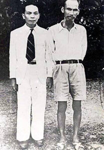 ảnh chụp bác Hồ và đại tướng Võ Nguyên Giáp năm 1945 tại thủ đô Hà Nội