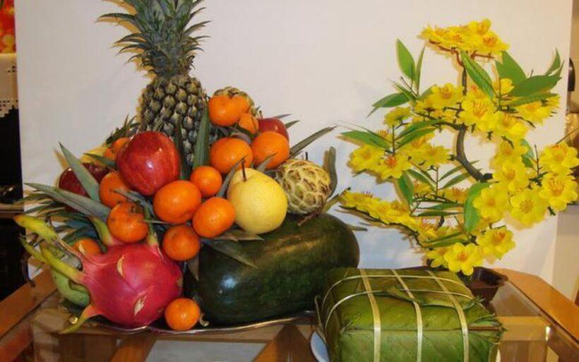 hình ảnh mâm ngũ quả bánh chưng và hoa ngày tết
