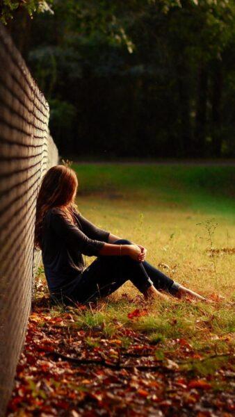 hình nền buồn chán của một cô gái