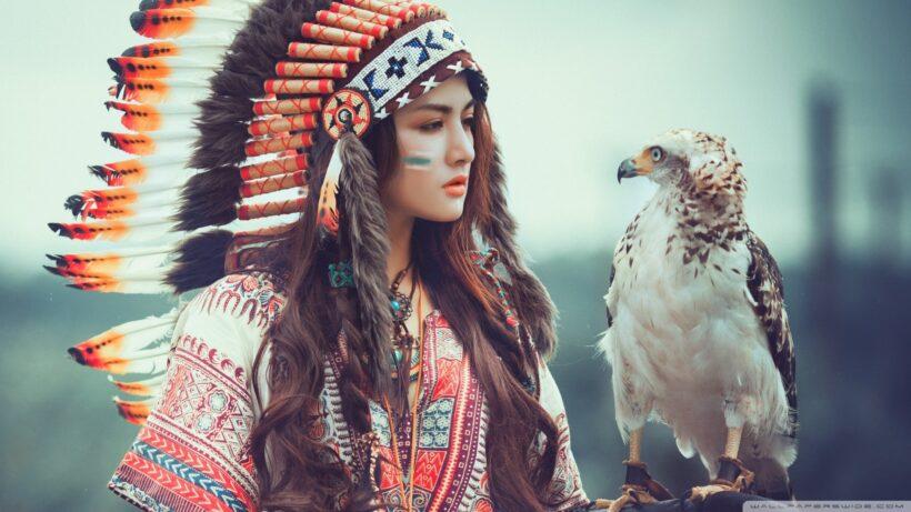 hình nền hot girl bên cạnh chú chim