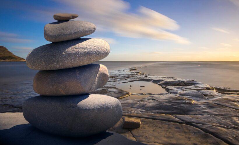 ảnh thiên nhiên buồn về những viên đá