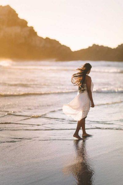 avatar thất tình cô gái bên bờ biển