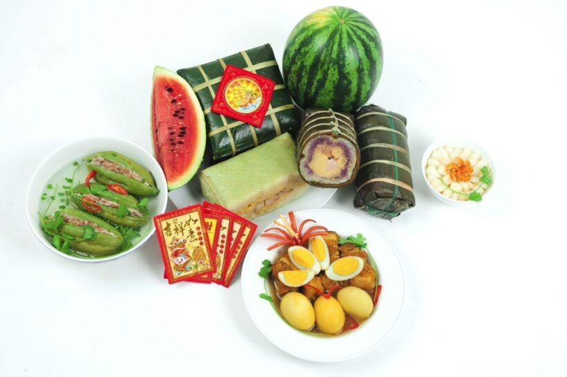 Hình ảnh bánh chưng và các món ăn quen thuộc ngày tết