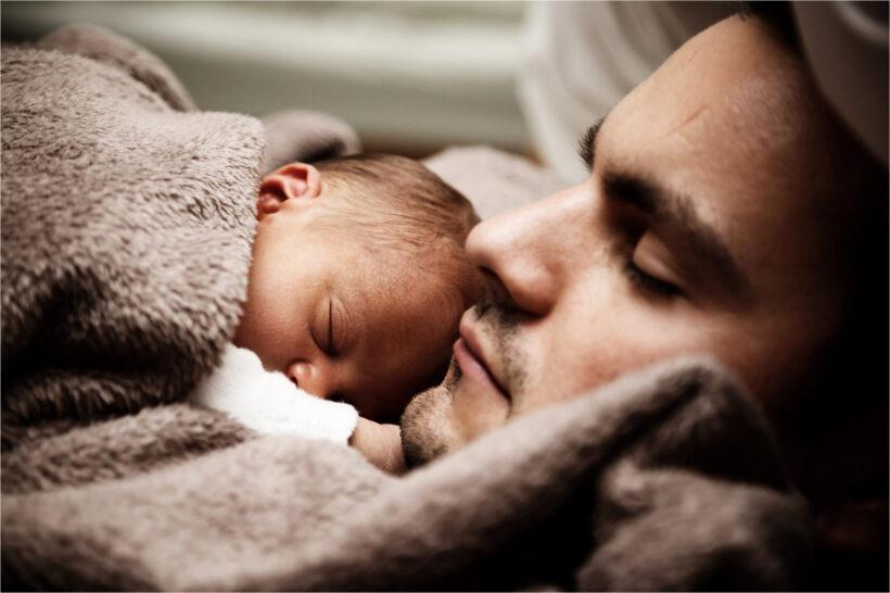 hình ảnh cha con đang ngủ