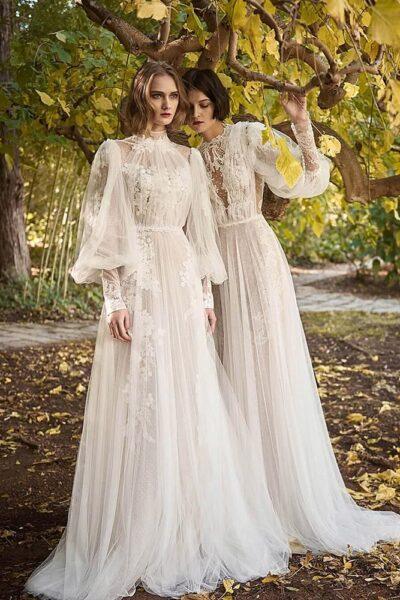 hình ảnh đôi bạn thân mặc váy cưới