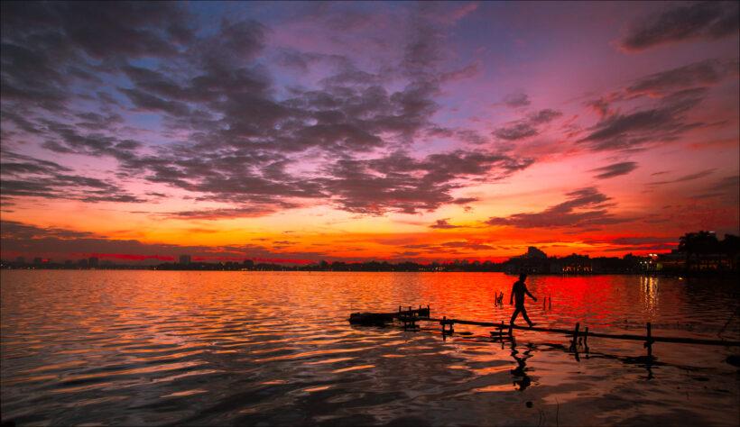 hình ảnh hồ tây lúc chiều tối