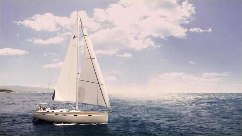 Hình ảnh thuyền buồm bình yên trên biển