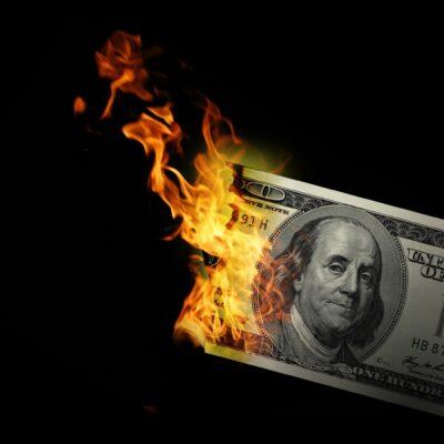 hình ảnh tiền bị đốt cháy