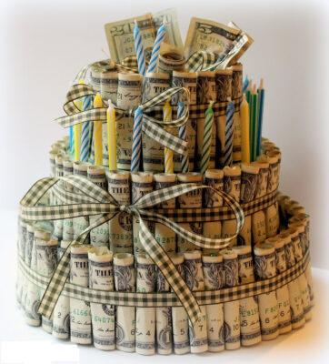 hình ảnh tiền xếp thành cái bánh kem
