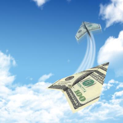 hình ảnh tiền xếp thành máy bay