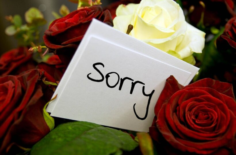 Hình ảnh xin lỗi người yêu với hoa hồng