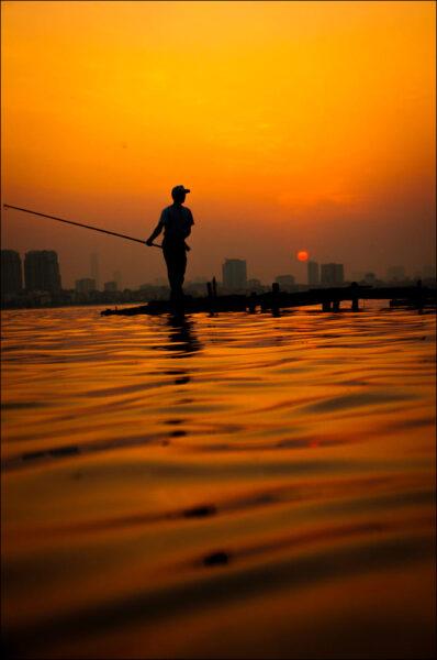 người câu cá - hình ảnh hồ tây hà nội