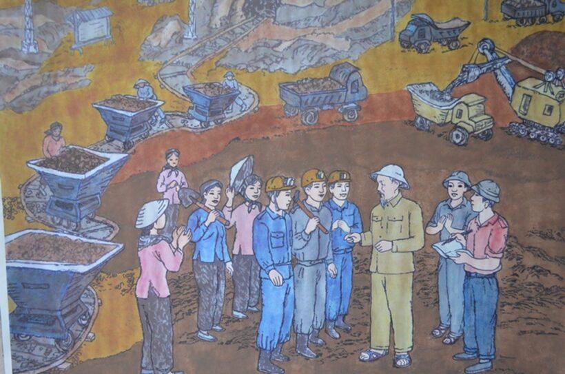 tranh vẽ Bác Hồ đang trò chuyện trong hầm mỏ