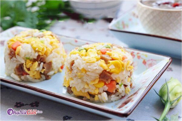 cách làm cơm chiên dương châu kiểu người Hoa