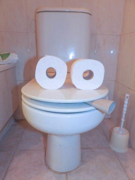 hình ảnh cười đau bụng từ cuộn giấy
