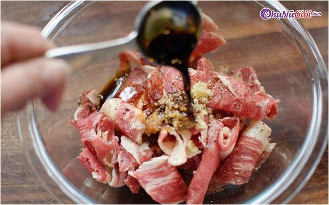 Sơ chế nấu canh măng chua thịt bò