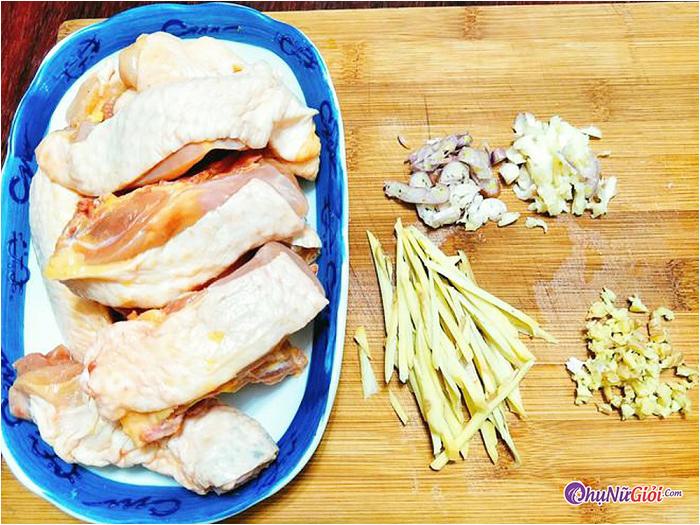 sơ chế nấu món gà rang gừng thơm ngon