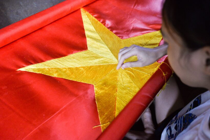 ảnh cờ đỏ sao vàng - quá trình hoàn thiện