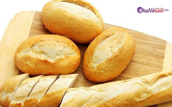 Chuẩn bị bánh mì để chiên