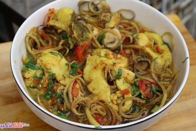 hoa chuối nấu cá