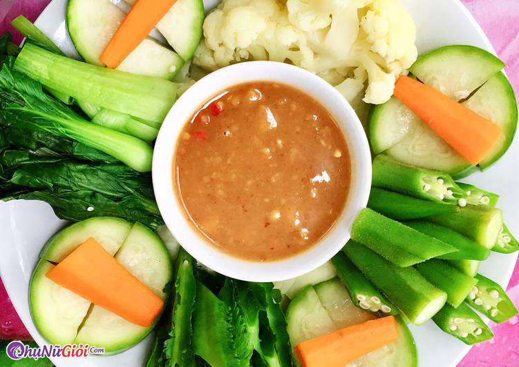 Rau củ chấm chao là món ăn quen thuộc của người ăn chay