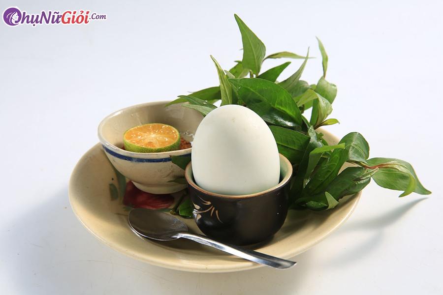 trứng vịt lộn kỵ với cái gì