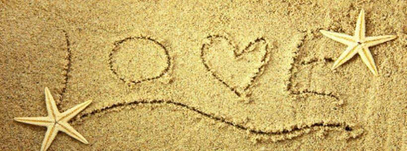 ảnh bìa tình yêu cho facebook trên nền cát