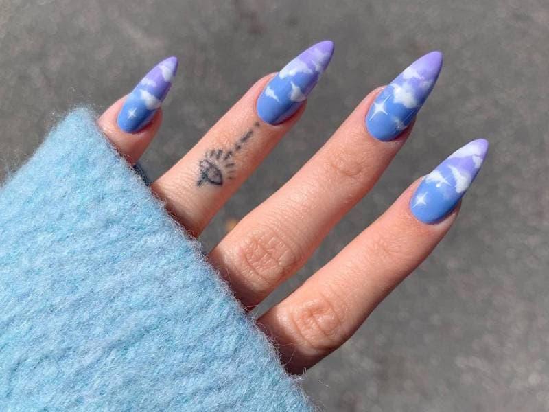 Các mẫu nail đám mây màu xanh năng động (18)