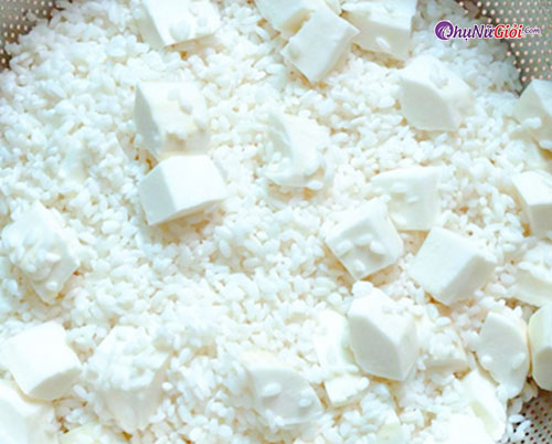 Trộn gạo nếp với sắn