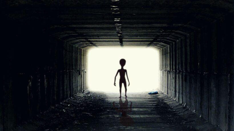 Hình ảnh người ngoài hành tinh trong đường hầm