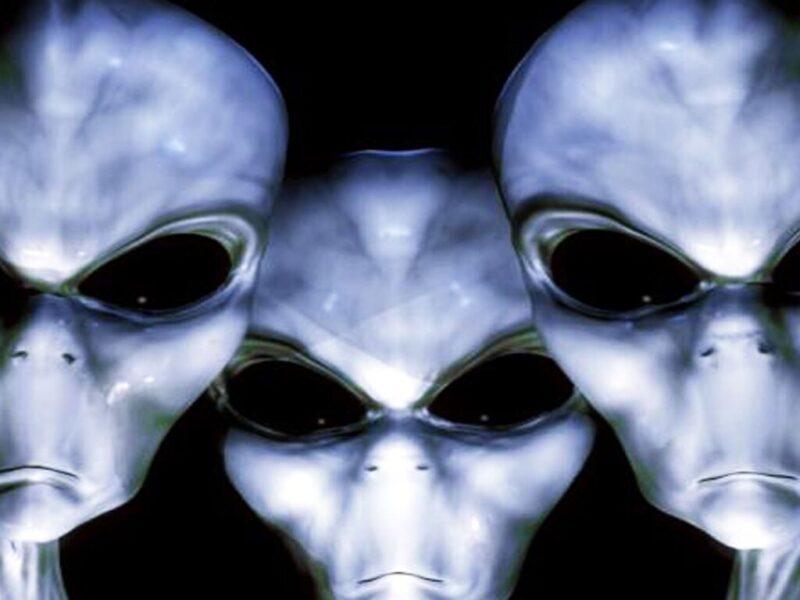 Hình ảnh người ngoài hành tinh với hố mắt sâu