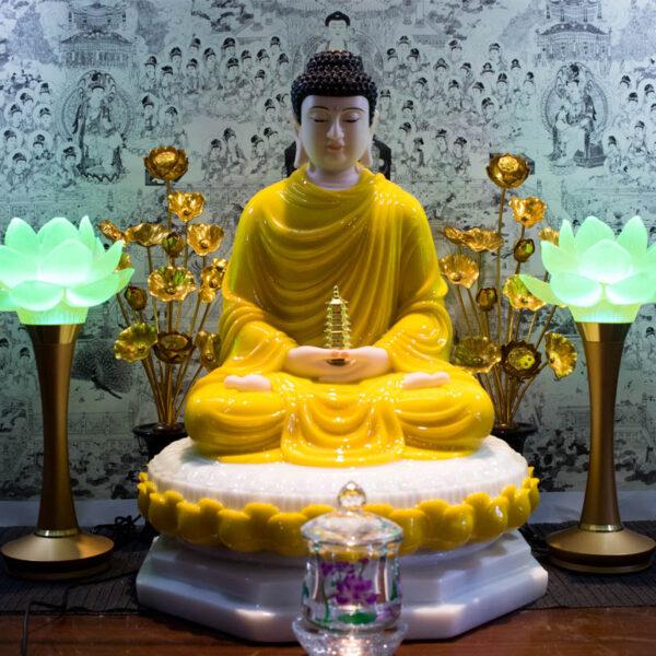 Hình ảnh tượng Phật Dược Sư bằng ngọc màu vàng